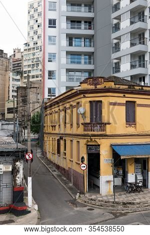 Sao Paulo, Brazil - 01 March, 2020:  Vertical Picture Of An Old Yellow Bar In The Corner And Modern