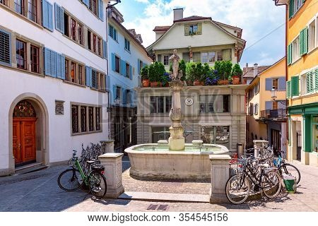 Beautiful Small Square With Bowl Fontaine Napfbrunnen In The Old Town Of Zurich City In Sunny Day, S