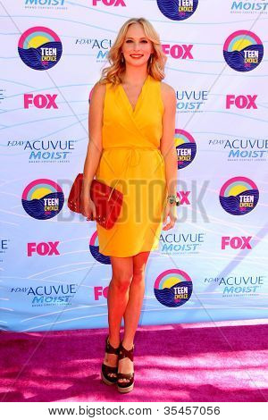 LOS ANGELES - JUL 22:  Candice Accola arriving at the 2012 Teen Choice Awards at Gibson Ampitheatre on July 22, 2012 in Los Angeles, CA