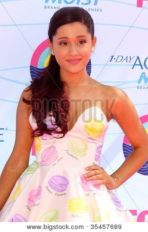 LOS ANGELES - JUL 22:  Ariana Grande arriving at the 2012 Teen Choice Awards at Gibson Ampitheatre on July 22, 2012 in Los Angeles, CA