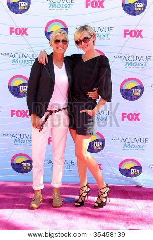 LOS ANGELES - JUL 22:  Ellen DeGeneres, Portia de Rossi arriving at the 2012 Teen Choice Awards at Gibson Ampitheatre on July 22, 2012 in Los Angeles, CA