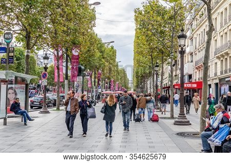 Paris, France - September 24, 2015: A Congestion Of People On One Of The Most Famous Streets Of Pari