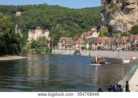 La Roque-gageac, Dordogne, France - September 7, 2018: Canoeing And Tourist Boat, In French Called G