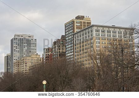 Apartments And High-rise Condominiums In Lincoln Park Neighborhood Of Chicago Illinois