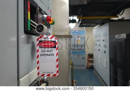Red, White Lock Out & Tag Out For Lock Station,machine - Specific Or Switch Gear Roomd Evices And Sa
