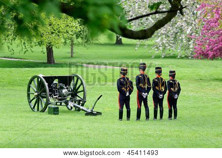 LONDON - UK, MAY 08: The King's Troop in Green Park are ready to fire gun salutes for the State Opening of Parliament on May 8, 2013 in London.