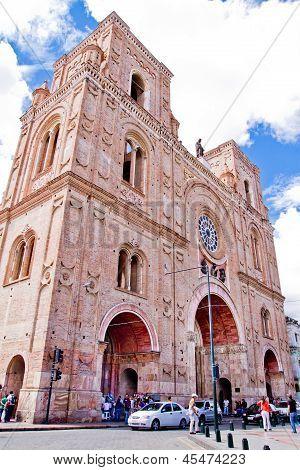 Parque Calderon and Catedral Nueva Cuenca, Ecuador
