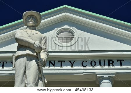 Confederate Soldier Statue in Hinesville
