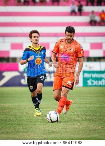 Sisaket Thailand-may 21: Victor Amaro Of Sisaket Fc. (orange) In Action During Thaicom Fa Cup Betwee