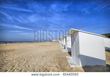 White Beach Cabins At Ostend