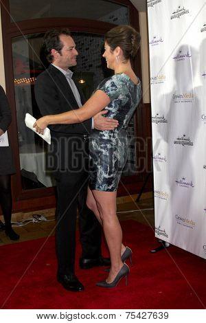 LOS ANGELES - NOV 4:  Luke Perry, Tiffani Thiessen at the Hallmark Channel's