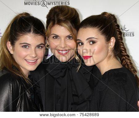 LOS ANGELES - NOV 4:  Lori Loughlin, daughters Isabella Rose Giannulli, Olivia Jade Giannulli at the