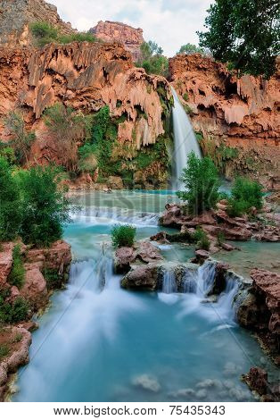 Falls with blue water, Havasu Falls.