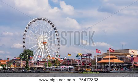 Ferris wheel in front of Asiatique The Riverfron