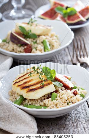 Couscous salad with green beans and cheese