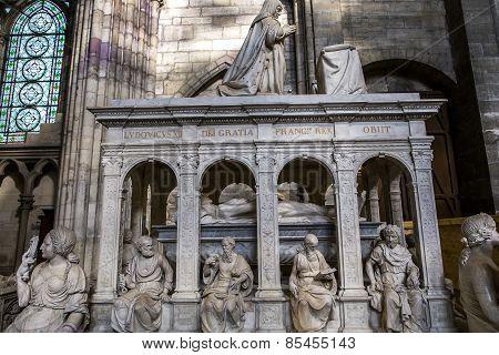 Recumbent statue of  king Louis XII,  in basilica of saint-denis