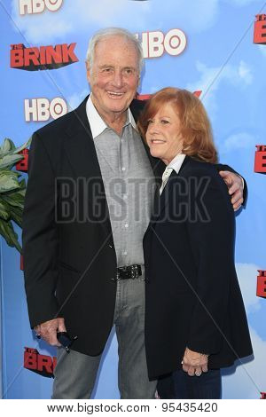LOS ANGELES - JUN 8: Jerry Weintraub, Jane Weintraub at the Premiere of HBO's 'The Brink' at the Paramount Theater at Paramount Studios on June 8, 2015 in Los Angeles, CA