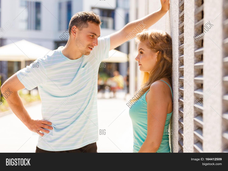 man flirter)