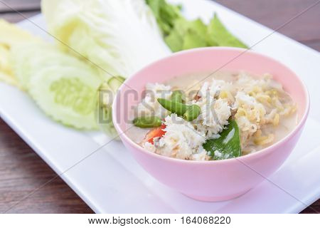 Crab Stew Served With Fresh Vegetable (lhon Pu)