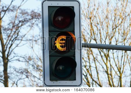 At a traffic light, symbols are visible through their light.
