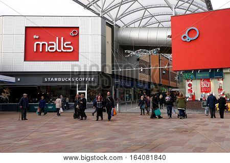 Basingstoke, Uk - Jan 04 2016: Unidentified Shoppers At The Entrance To