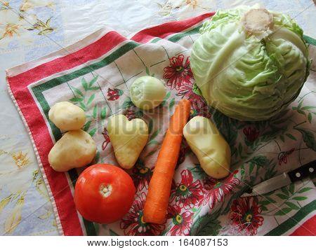 Урожай с причудливым картофелем, легкий натюрморт овощей