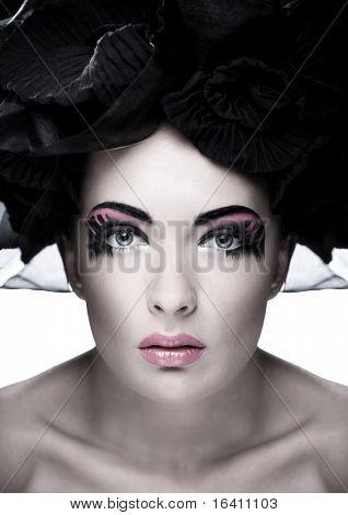Closeup Portrait einer schönen jungen Frau. Mode-Kunst-Foto. Soft-Fokus. Augen im Fokus