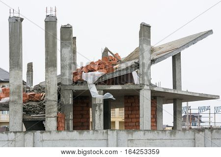 Effects Of The Use Of Unreliable Supporting Structures During The Construction Of The House