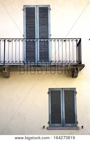 Terrace Europe       The Milano Old   Window   Grate
