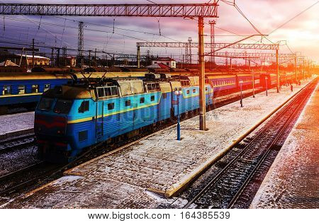blue train with railcars at the platform