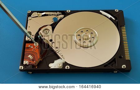 Open and repair hard disk drive from notebook. Disassembled hard drive.