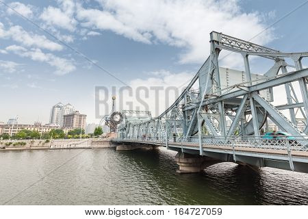 tianjin jiefang bridge on the haihe river is a classical movable bridge built in 1927
