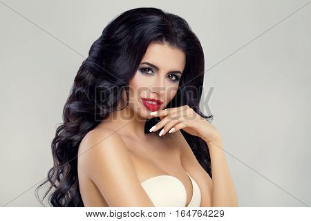 Perfect Beauty. Fashion Model Woman with Curly Hairstyle