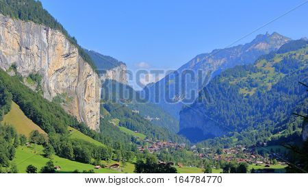 The picture was taken in Switzerland. In the photo to the currently alluring scenic valley located between the mountain ranges.