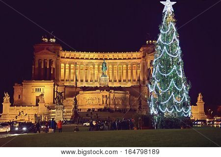 Piazza Venezia in Rome on the night before Christmas