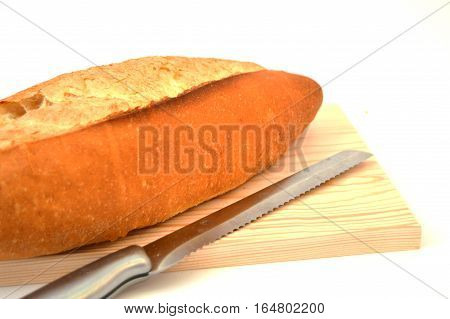 Full wheat oven bread ready to cut with a knife