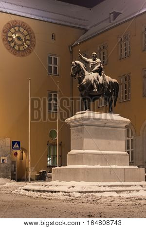 Winter night in Regensburg - King Ludwig I monument