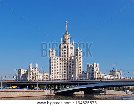 MOSCOW - AUGUST 2012: Great Bridge Ustyinsky. Stalin's skyscraper building on kotelnicheskaya embankment 1. Building was built at the mouth of the Yauza in 1938-1952. Authors of the project - Chechulin Rostkowska.
