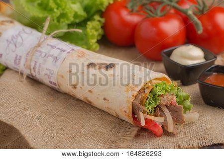 Grilled meat and vegetables lezzetli tavuk döner
