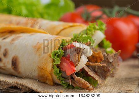 Grilled meat and vegetables ızgarada tavuk döner