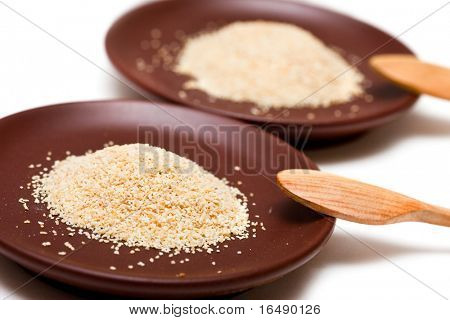 Spice of garlic in brown dishes