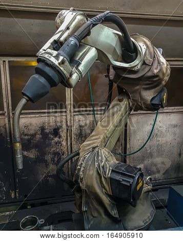 welding Robots machine in the automotive parts industry