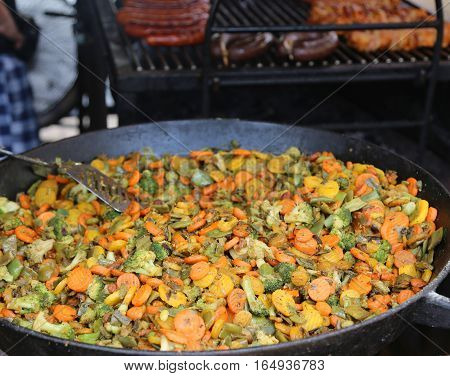 Large Pot With Carrots Broccoli Peppers