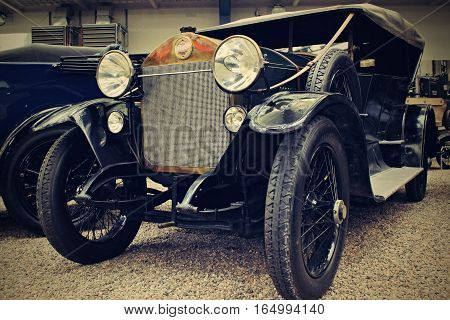 Image old car which one be produce 1924.