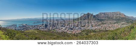 Cape Town, South Africa, August 9, 2018: A Panorama Of Cape Town As Seen From Signal Hill. Table Mou