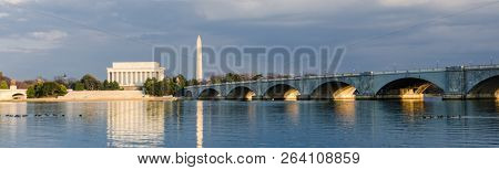 Washington DC cityscape - Abraham Lincoln Memorial, Washington Monument and Arlington Bridge on Potomac River - Washington DC United States of America