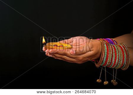 Indian Festival Diwali , Diwali Festiva Lamp In Hand