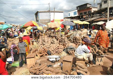 Kumasi, Ghana: 21st July 2016 - Piles Of Yams For Sale In A Market In Kumasi, West Africa