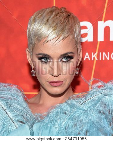 LOS ANGELES - OCT 18:  Katy Perry arrives to the amFar Gala Los Angeles  on October 18, 2018 in Hollywood, CA