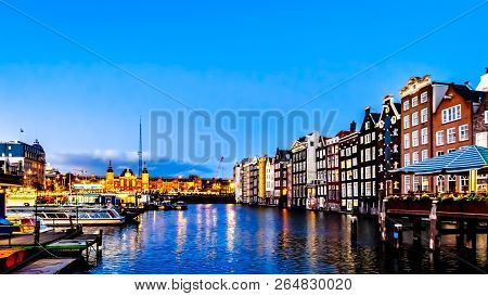 Amsterdam, The Netherlands - Sept 28, 2018: Night Scene Of The Row Of Historic Houses Along The Damr